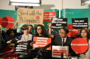 Youth join Yeb to deliver an Avaaz petition of over 600,000  (C) Push Europe